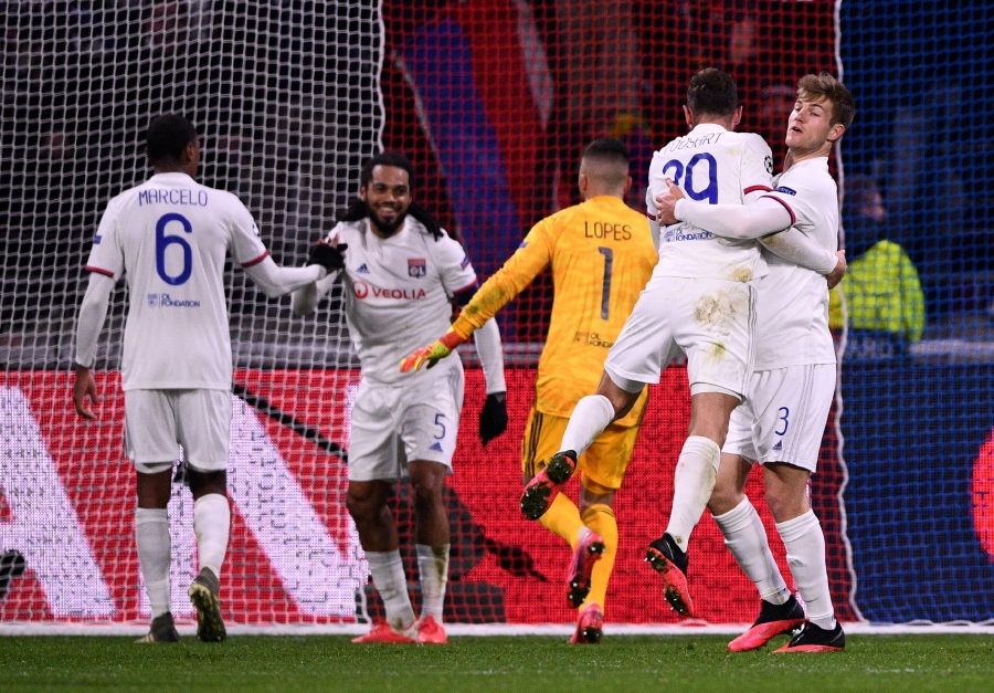 Lyon's French midfielder Lucas Tousart (2nd R) celebrates with Lyon's Danish defender Joachim Andersen at the end of the UEFA Champions League round of 16 first-leg football match between Lyon and Juventus at the Parc Olympique Lyonnais stadium in Decines-Charpieu, central-eastern France, on February 26, 2020. (Photo by FRANCK FIFE / AFP)