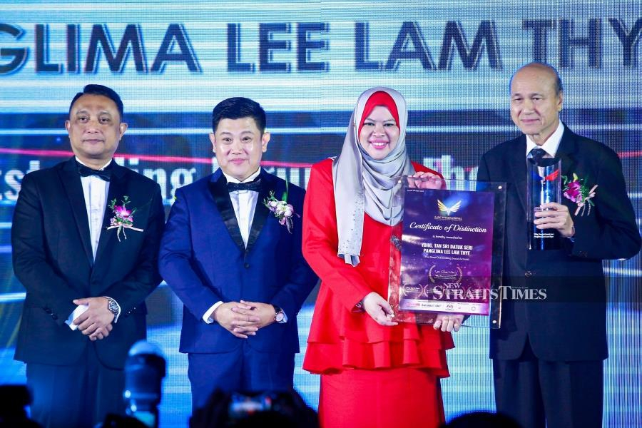 Social activist Tan Sri Lee Lam Thye (right) has been awarded the prestigious Lang International Award for his immense contributions to the community and the country. - NSTP/ASYRAF HAMZAH