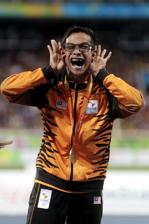 (File pix) Mohamad Ridzuan Mohamad Puzi of Malaysia celebrating after winning the men's 100m T36 at the Rio Paralympics. AFP Photo