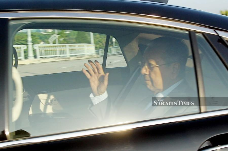 Tun Dr Mahathir Mohamad is expected to make a televised address at 4.45pm today. - NSTP/MOHD FADLI HAMZAH