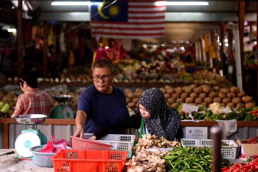 Malaysia economy growth 1594446871