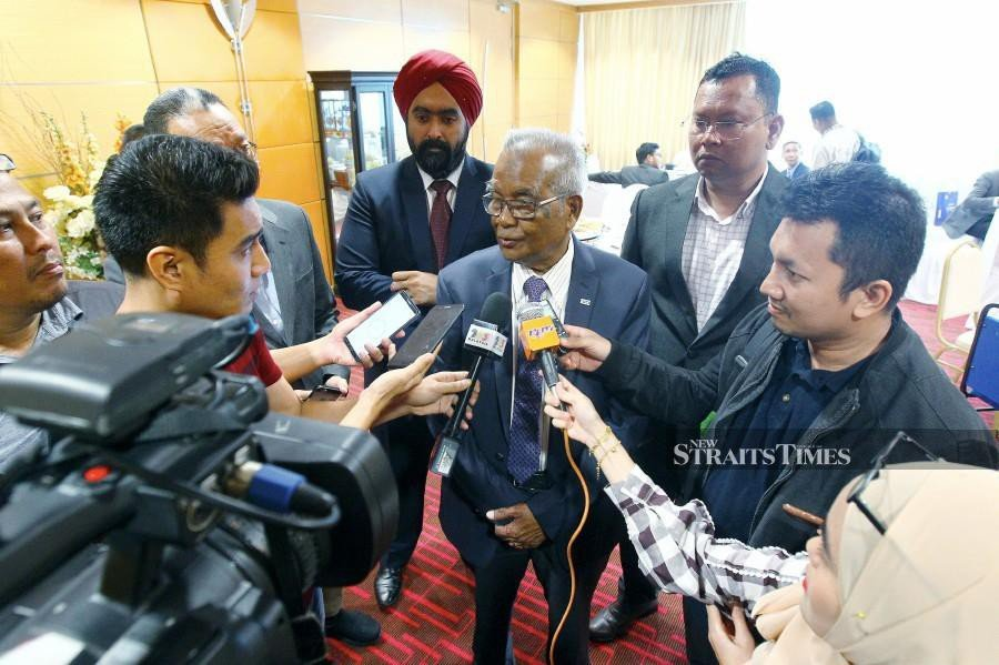 MNCF president, Datuk Abu Samah Wahab (centre) said that the Malaysian National Cycling Federation (MNCF) will be sending out letters to remind any cycling race organisers in the country to make payments of prize money immediately to the winners.