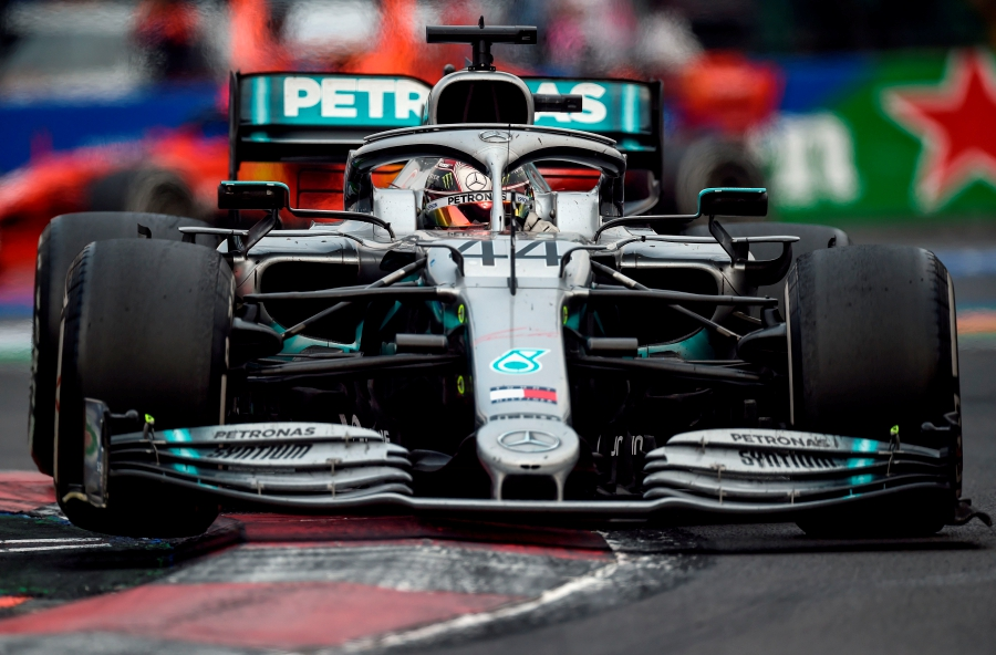 Mercedes' British driver Lewis Hamilton powers his car during the F1 Mexico Grand Prix at the Hermanos Rodriguez racetrack in Mexico City on October 27, 2019. - Lewis Hamilton won the Mexican Grand Prix on Sunday, but will have to wait for his sixth world title after Mercedes teammate Valtteri Bottas came home in third. (Photo by ALFREDO ESTRELLA / AFP)
