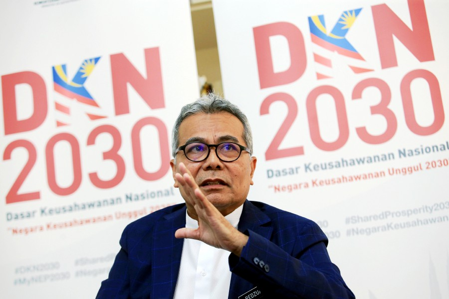 There is a suggestion for Cyberjaya to be revived as the testbed for new inventions, including flying cars, said Entrepreneur Development Minister Datuk Seri Mohd Redzuan Yusof. -- NSTP/MOHD YUSNI ARIFFIN