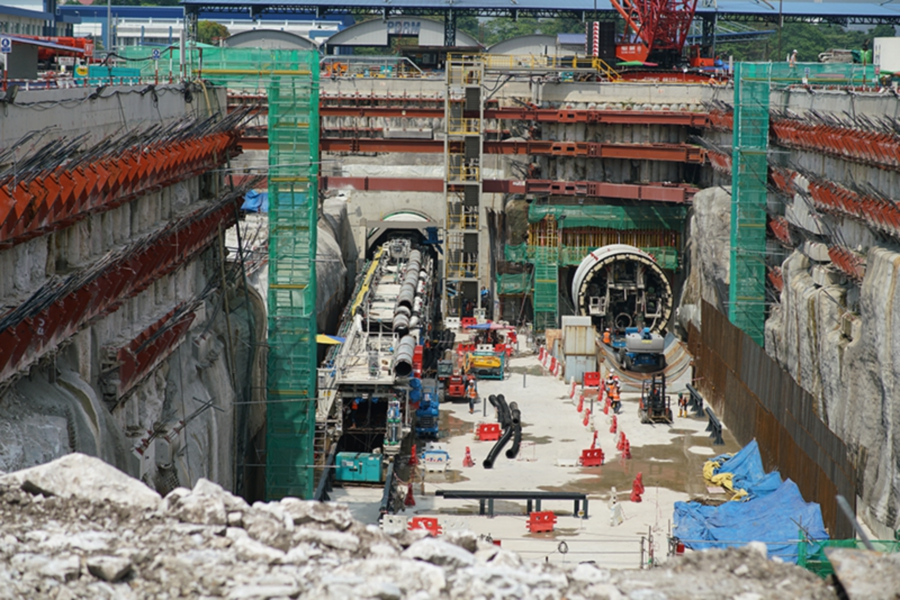 The Ministry of Finance announced today that MMC-Gamuda will continue the Mass Rail Transit Sungai Buloh-Serdang-Putrajaya Line (MRT2) project with a larger cost reduction for the underground works. (NSTP Archive)