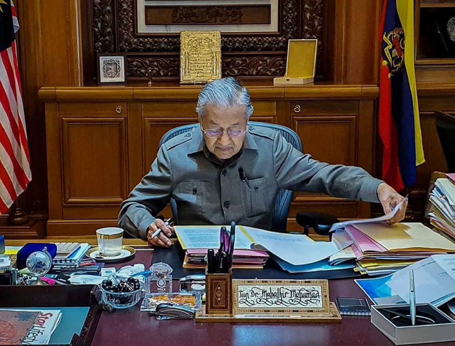 Tun Dr Mahathir Mohamad going through files at his office in Putrajaya. -Pic taken from Tun Dr Mahathir Mohamad's Facebook page.
