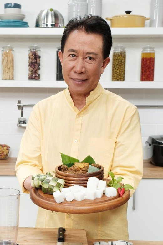 Martin yan is back with asian favourites new straits times ong before cooking shows were popular one man was already on screen making his mark with yan can cook the chinese cooking show started screening on us forumfinder Image collections