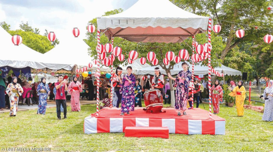 The Bon Odori danced by students from Ryukoku High School, Japan.