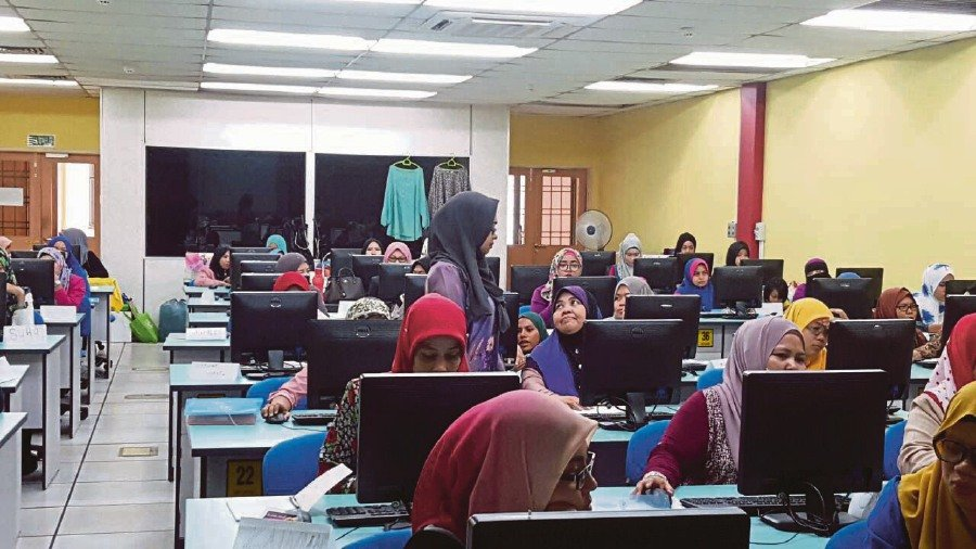A digital economy programme carried out by UKM's Tun Fatimah Hashim Women Leadership Centre.