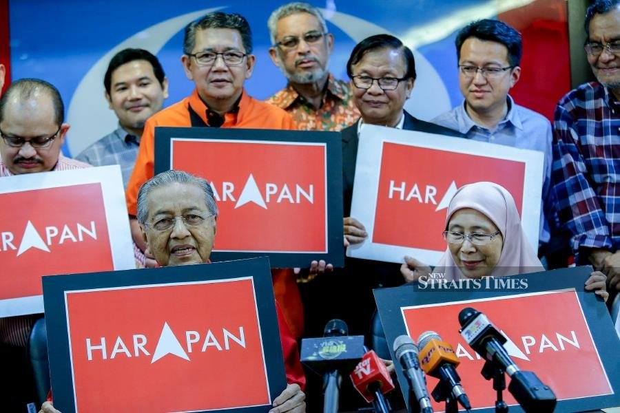 Dr Mahathir and Pakatan Harapan leaders on the campaign trail (NSTP/File pic)