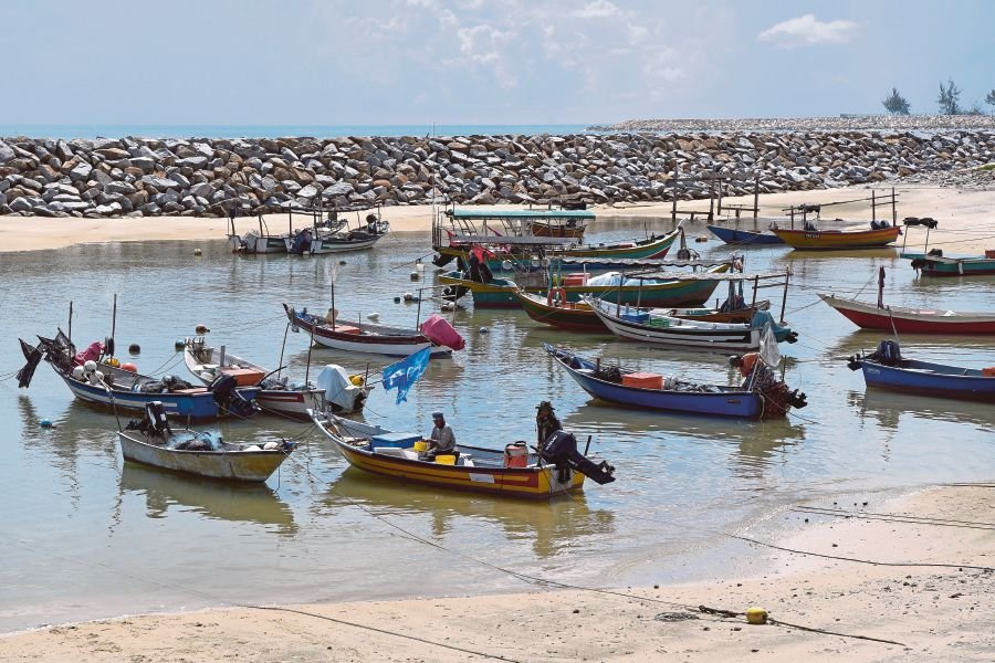 Informal workers, such as fishermen, lose their main source of income when they are unable to work during a crisis. -NSTP File pic