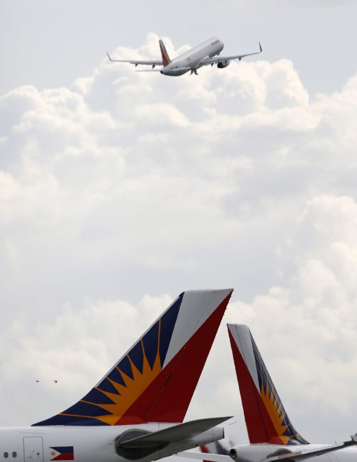 PAL plane safely lands in Manila after smoke seen in cabin | New