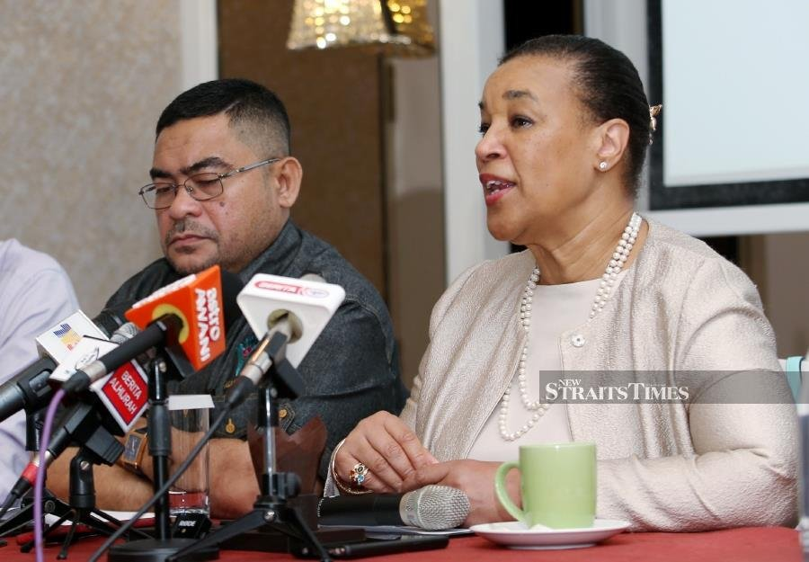 """""""The concept is a universal value which can be applied to all races and religions,"""" Datuk Seri Dr Mujahid Yusof told a press conference today, which was held at the end of a working visit by Commonwealth secretary-general Patricia Scotland to Malaysia. NSTP/EIZAIRI SHAMSUDIN"""