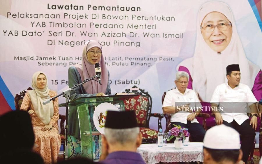 Deputy Prime Minister Datuk Seri Dr Wan Azizah Wan Ismail said domestic tourism would certainly be beefed up under the stimulus package. - NSTP/DANIAL SAAD