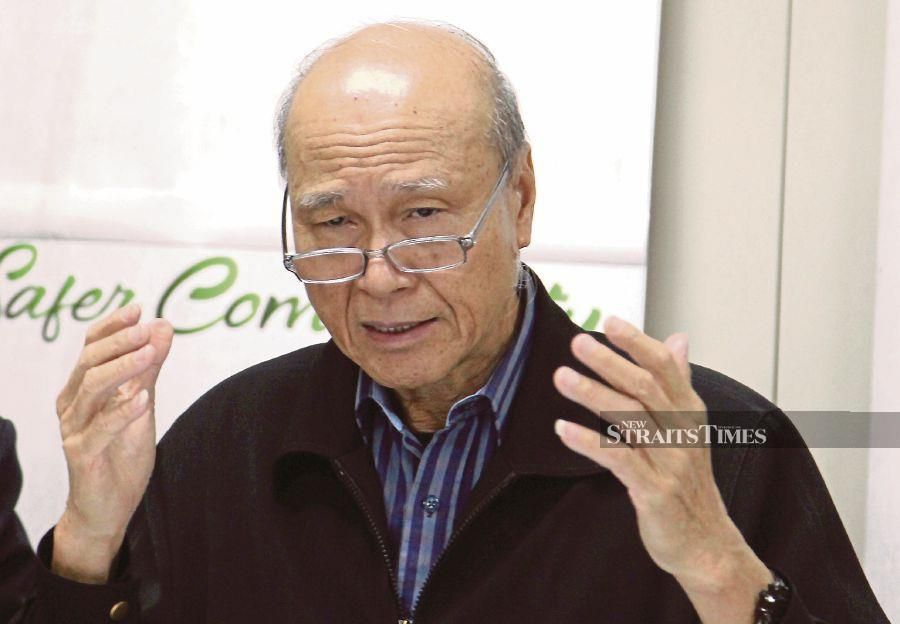 (File pic) The Alliance for Safe Community (Ikatan) chairman Tan Sri Lee Lam Thye said this as the government plans to review the Road Transport Act for provisions that are particularly related to the offence. -NSTP/NIK HARIFF HASSAN