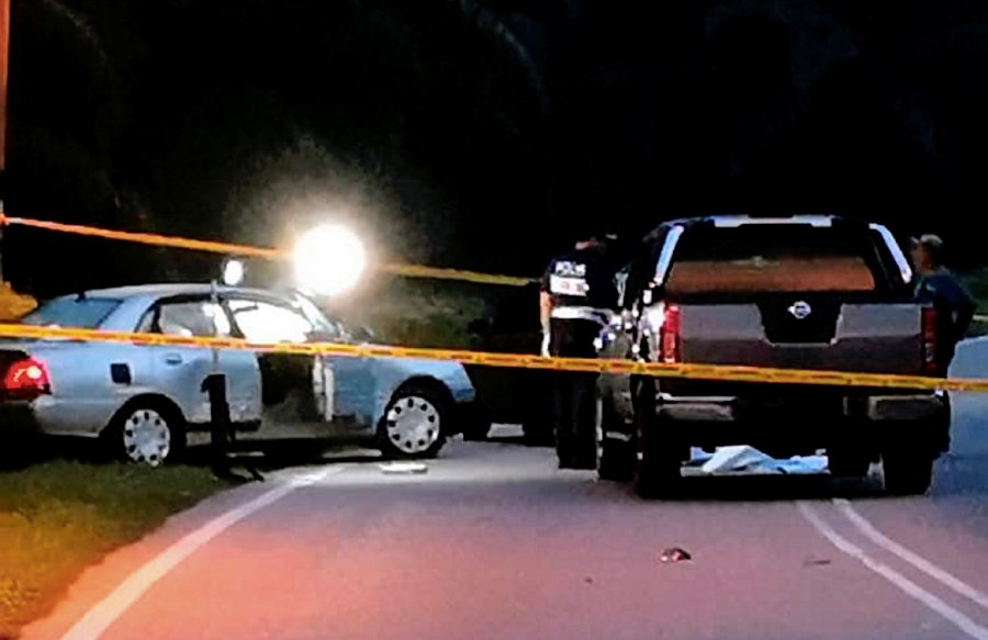 Two Suspected Robbers Were Sdead By Police This Morning After A 30 Minute High S D Car Chase Left A Trail Of Destruction Near Taman Manis Kulai