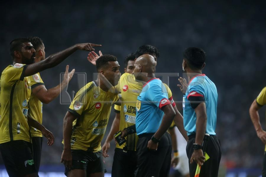 fam s referees head defends suresh new straits times malaysia