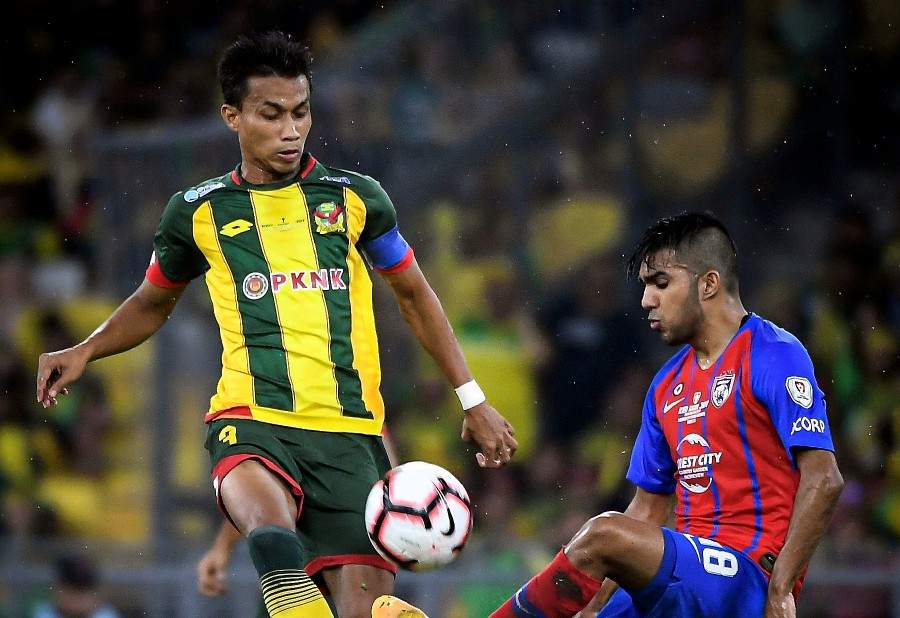 Kedah captain Baddrol Bakhtiar (left) says players have to follow schedule given to them by the manager. -BERNAMA pic