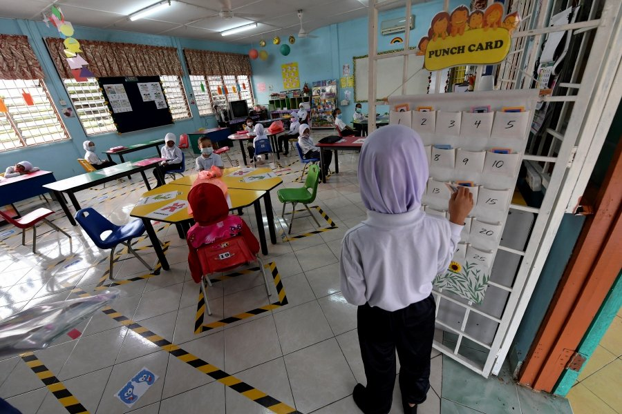 School officials and the education and health ministries must ensure all the necessary precautionary guidelines are adhered to. --BERNAMA pic