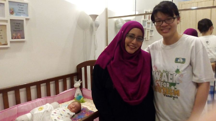 Pantang Plus founder and chief executive officer Zamzana Mohd Arifin and a client who signed up for the at-home confinement services.