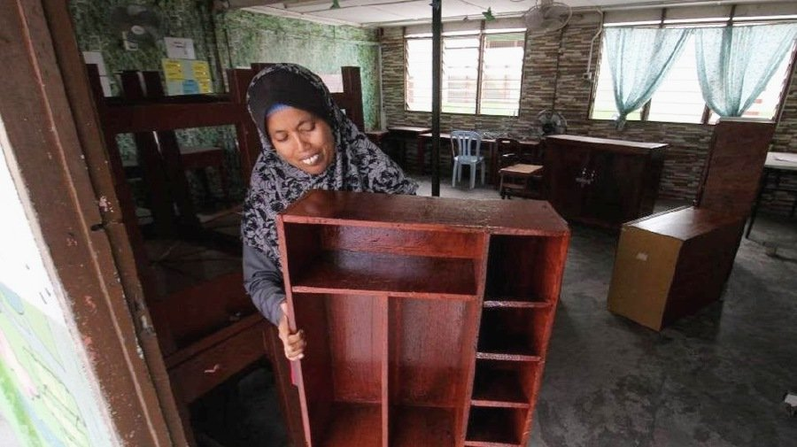 Musukubi Shamsuddin produced various school furniture such as bookshelves, cupboards to store the Quran and prayer mats, desks, chairs and counter table using plywood as thick as 1.27 centimeter. - Bernama pic