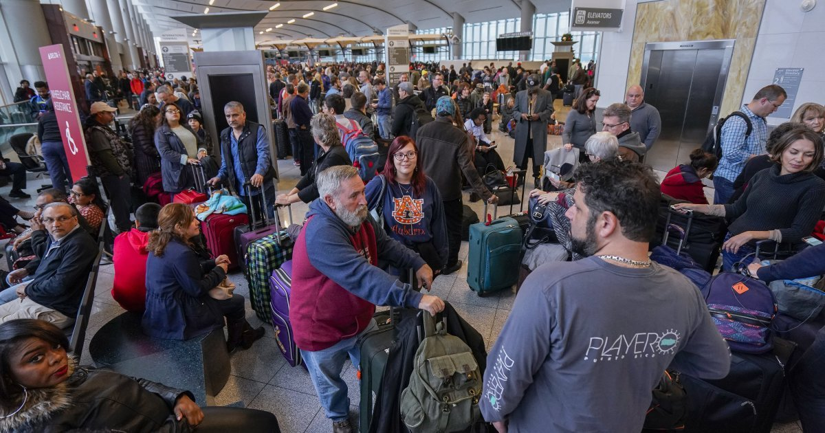 Power outage at busiest airport sparks wave of cancellations