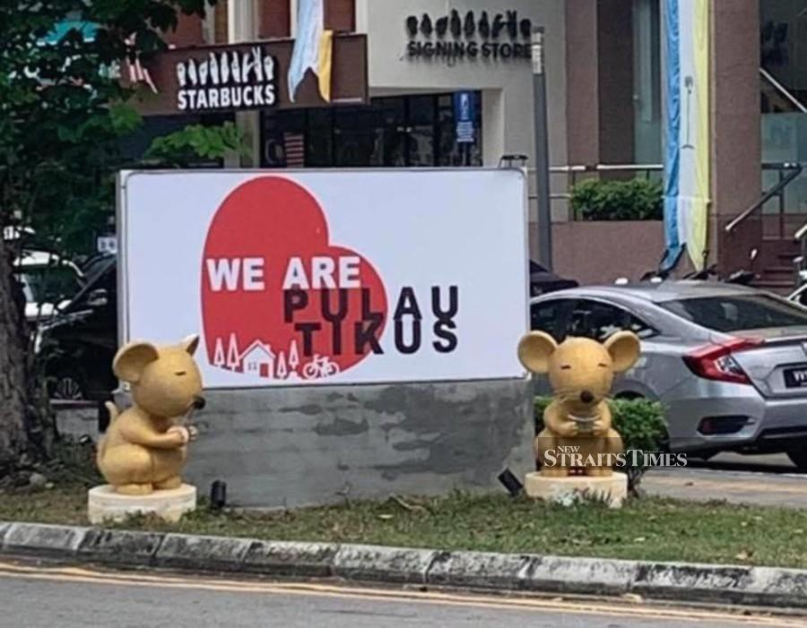 """The two golden rats guarding you in the heart of my suburb carry the message saying """"We are Pulau Tikus."""" - NSTP/ Marina Emmanuel"""