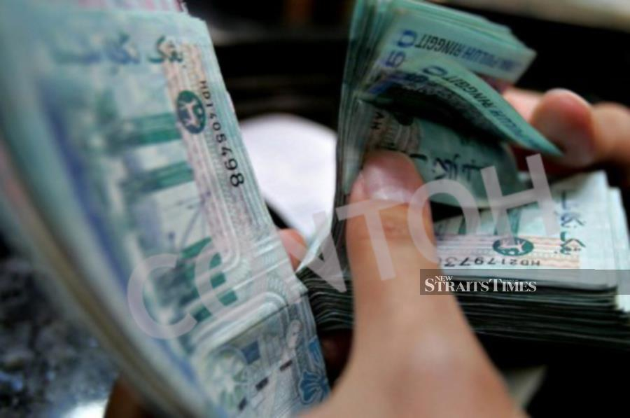 Foreign investors turned net buyers of Malaysia's debt securities in September with total foreign holdings expanded to RM189.1 billion.