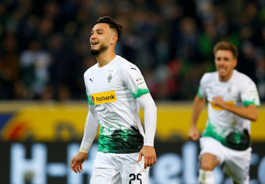 Gladbach stun Bayern 2-1 with last-gasp penalty