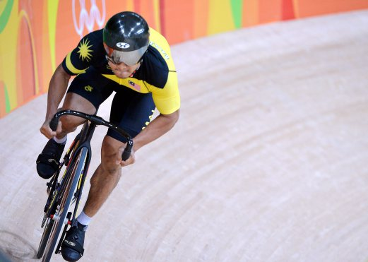 Azizulhasni Awang today showed just why he is regarded as a massive talent as the cyclist fought back to advance to the second round of the keirin at the Rio Olympics on Tuesday. (Bernama photo)