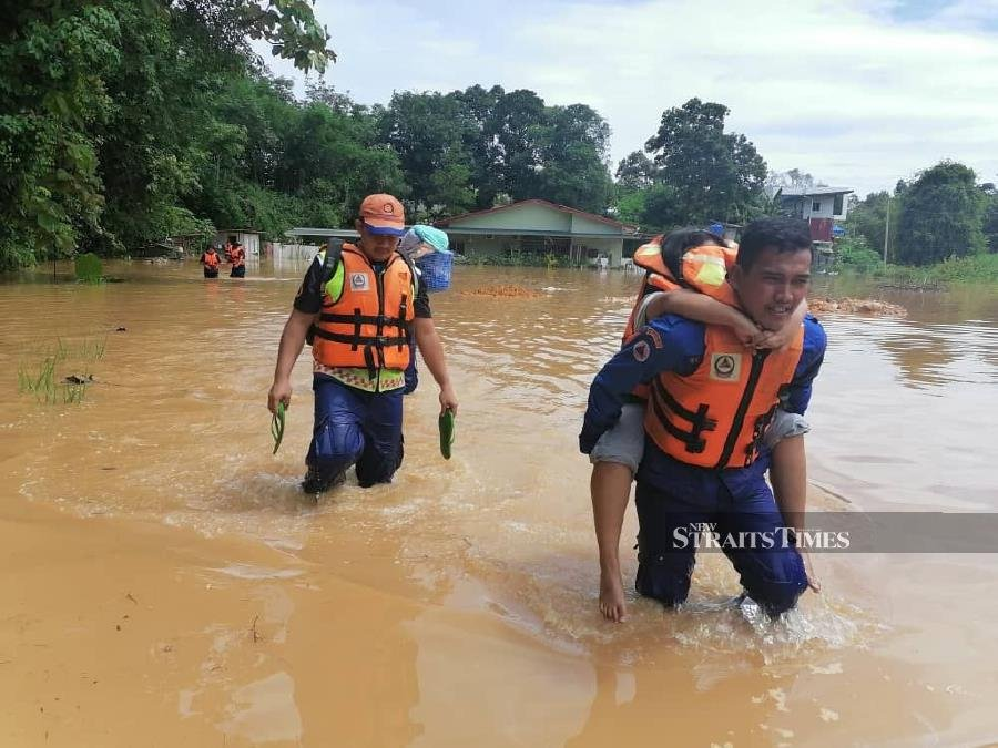 The number of evacuees is expected to increase in some districts as the evacuation and registration process for flood victims is ongoing. - NSTP/ courtesy of APM