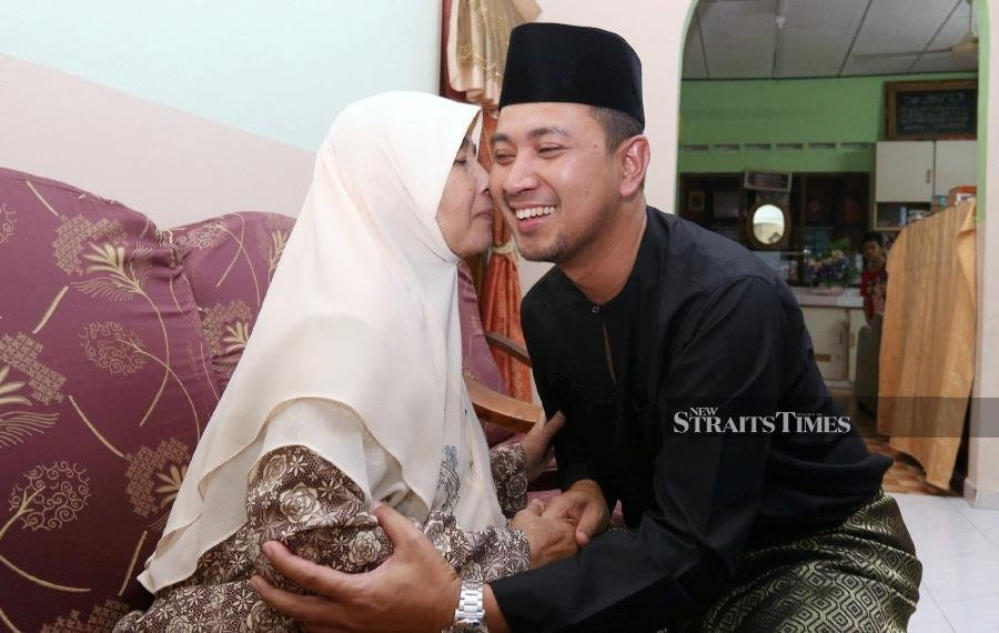 New Johor MB's mom to son: Carry out responsibilities with