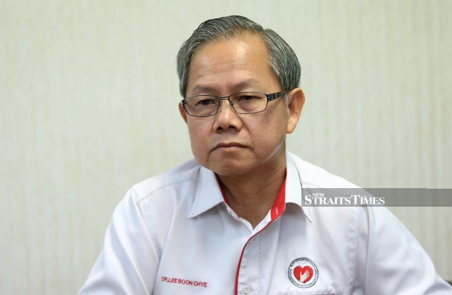 Deputy Health Minister Dr Lee Boon Chye said the ministry is working closely with the airline company to obtain particulars of the other passengers on board the aircraft that arrived in the country from Cambodia on Feb 14. NSTP/MOHAMAD SHAHRIL BADRI SAALI