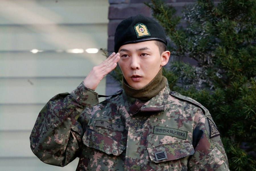 Leader of South Korean K-pop boyband BIGBANG G-Dragon poses for photographs after being discharged from army in Yongin, South Korea, October 26, 2019. REUTERS/Heo Ran