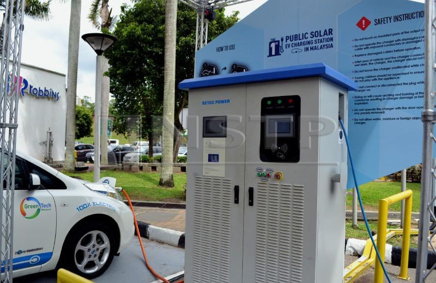 The Country S First Solar Electric Vehicle Ev Charging Station Located At Ayer Keroh Overhead Bridge Restaurant Southbound On North South