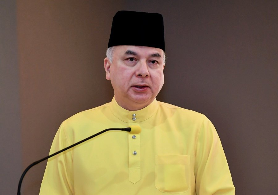 Sultan of Perak, Sultan Nazrin Muizzuddin Shah said Perak today hosted the largest Sikh community in the country outside of Kuala Lumpur and Selangor. -BERNAMA/File pic