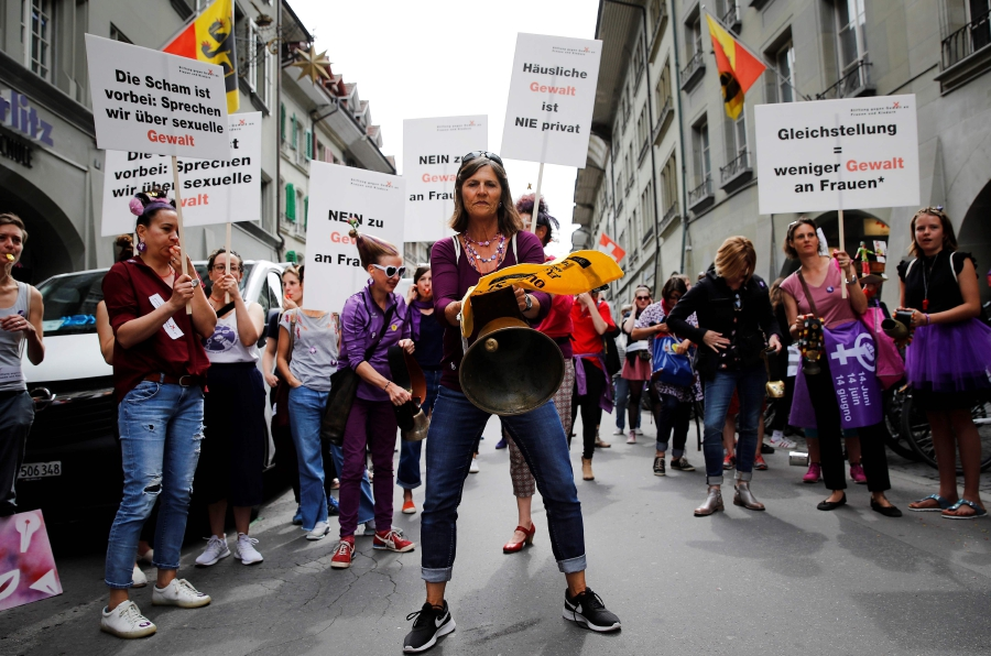 Women take part in a nation-wide women's strike for wage parity, on June 14, 2019 in Swiss capital Bern. - Nearly 30 years after staging a first strike, women across Switzerland stage mass demonstrations for for equal pay. - AFP
