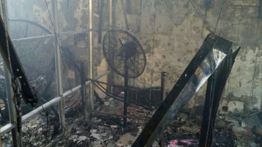 The second floor of the Sahara Tent Restaurant ehich housed the outletu0027s workers was completely burnt in a fire this afternoon. & Restaurant workersu0027 quarters in Jalan Sultan Ismail burnt down | New ...