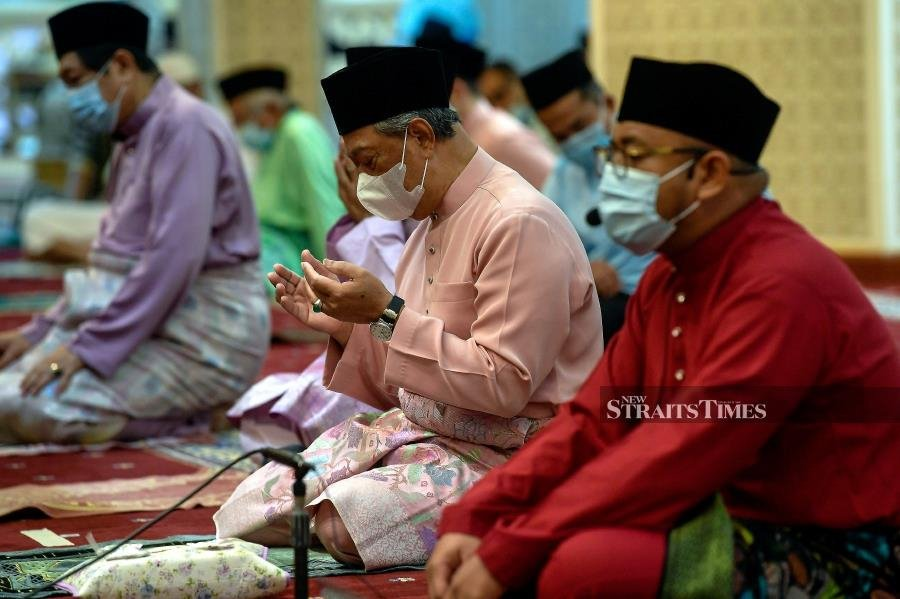 PM performs Aidiladha prayers in keeping with Covid SOPs - Photo by Bernama