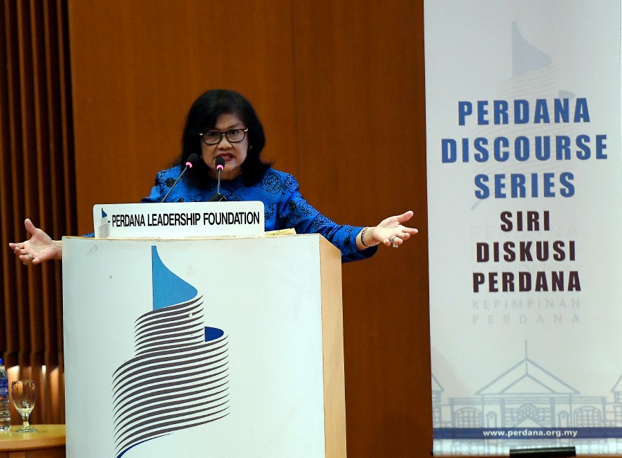 Former International Trade and Industry Minister Tan Sri Rafidah Aziz said the khat was an art which was alright as an elective subject. -- Bernama photo