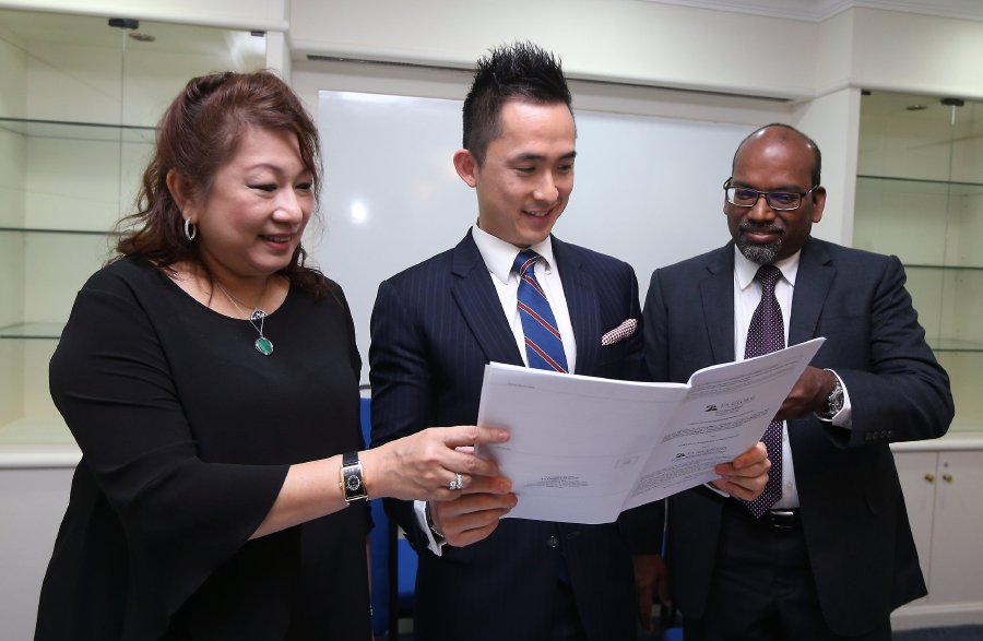 TA Global Bhd chief executive officer Tiah Joo Kim (centre) said the land sale in Australia should complete in January 2018. He is flanked by TA Global executive director Kimmy Khoo and TA Securities Holdings Bhd research head Kaladher Govindan. NST photo by LUQMAN HAKIM