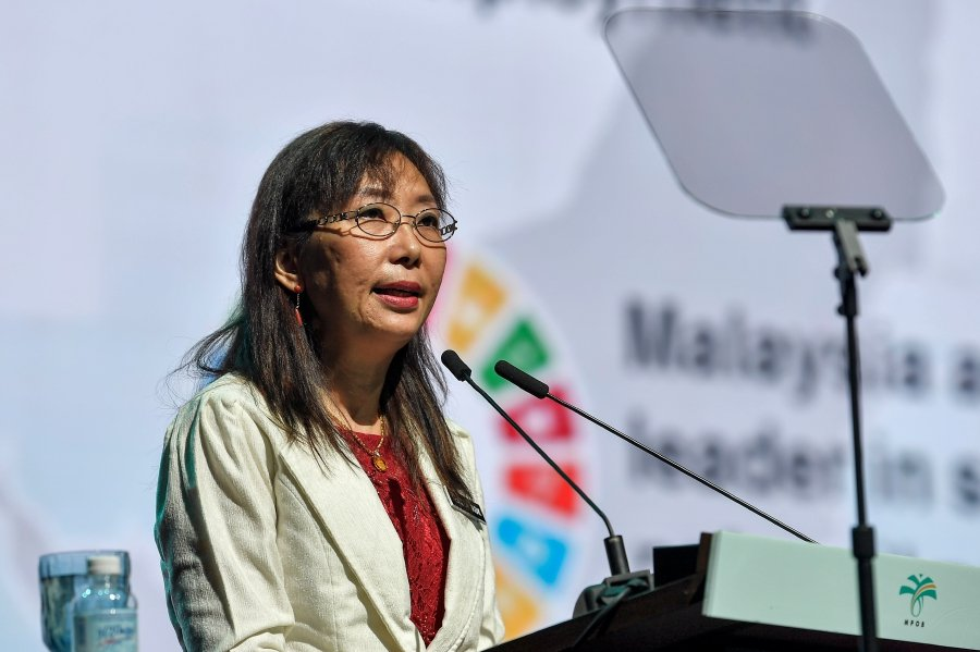 Minister of Primary Industries Teresa Kok says the ministry would continue taking legal actions against millers who have yet to be MSPO-certified. Pix by BERNAMA
