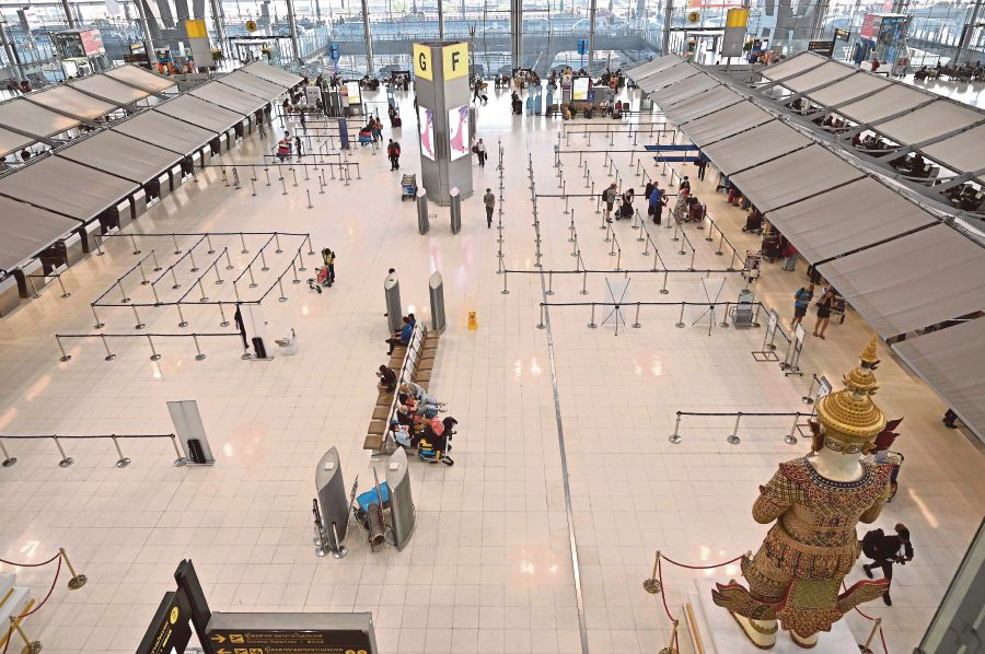 A general view of the almost empty departure hall of Suvarnabhumi Airport in Bangkok on March 11, 2020, as visitor numbers have plummeted in the region over the spread of the COVID-19 coronavirus. -- Pix: AFP)