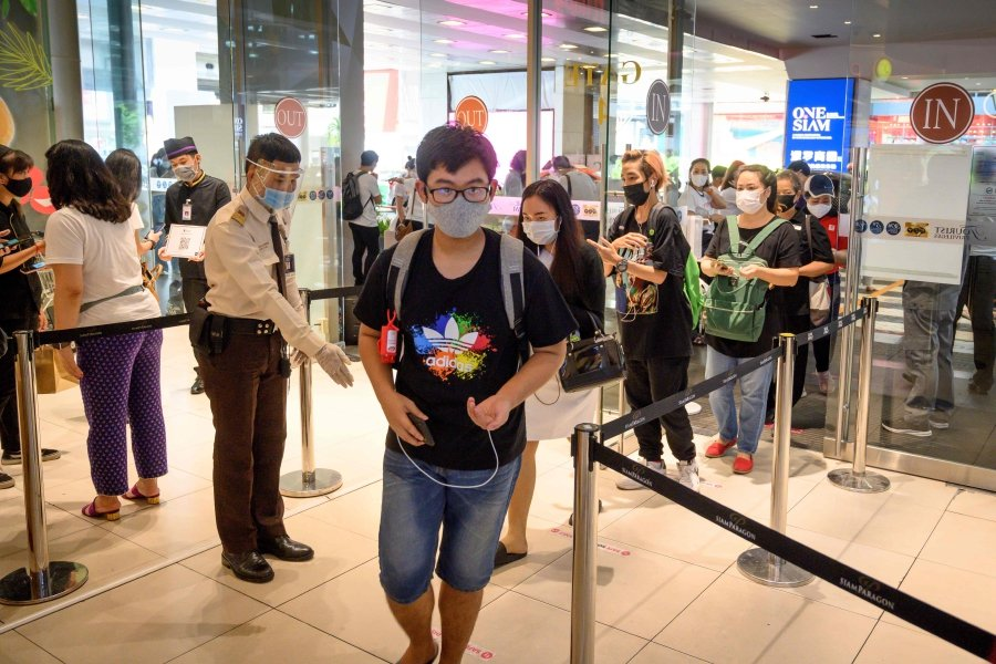 Long queues as Thai malls reopen after Covid-19 shutdown