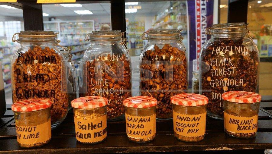 Granola is sold in bulk with tasting samples.