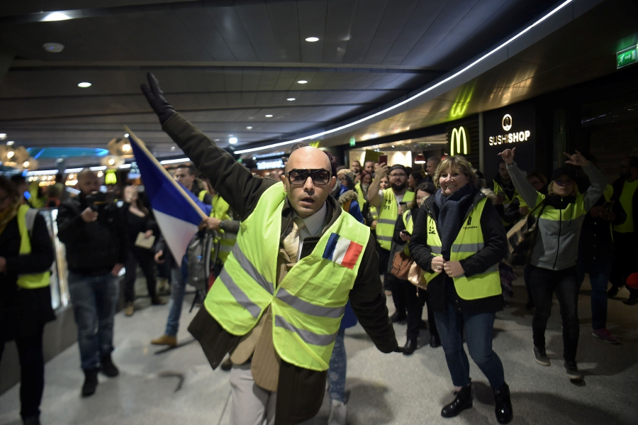 """Members of the Yellow vests (Gilets Jaunes) demonstrate in Roissy Charles de Gaulle airport, near Paris, on March 9, 2019 as they protest against Aeroport de Paris (ADP) privatization. - """"Yellow Vests"""" protesters take to the streets for the 17th consecutive Saturday. This movement in France originally started as a protest about planned fuel hikes but has morphed into a mass protest against President's policies and top-down style of governing. AFP photo"""