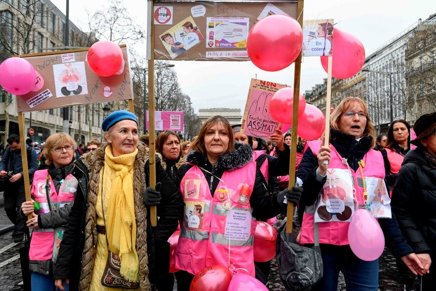 """""""Pink Vests"""" (Gilets roses) protesters take part in an anti-government demonstration to protest against the government's reform project of the French unemployment insurance near the Arc de triomphe in Paris, on March 9, 2019. - """"Yellow Vests"""" protesters take to the streets for the 17th consecutive Saturday with a rallying dedicated on March 9, 2019 to the women's rights. This saturday, they were joined by """"Pink Vests"""" (Gilets roses) protesters composed of nursery assistants and care workers. The """"Yellow Vests"""" movement in France originally started as a protest about planned fuel hikes but has morphed into a mass protest against President's policies and top-down style of governing. AFP photo"""