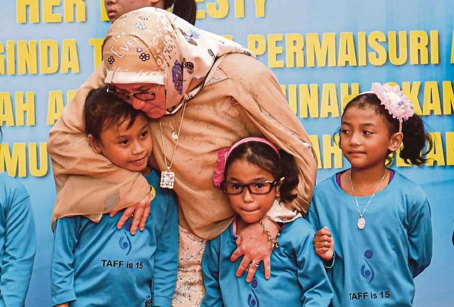 While expressing gratitude that her prayers were answered, Tunku Azizah also offered a salute to all medical teams and doctors for their efforts in introducing the technologies.-Bernama