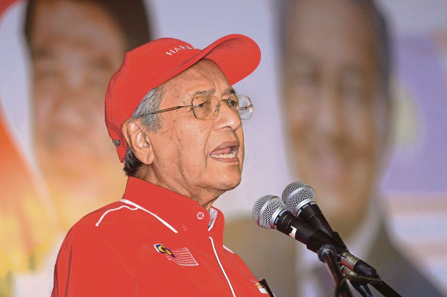 Tun Dr Mahathir Mohamad also revealed that he had earlier expected the coalition to be defeated by not more than 2,000-vote majority.--BERNAMA