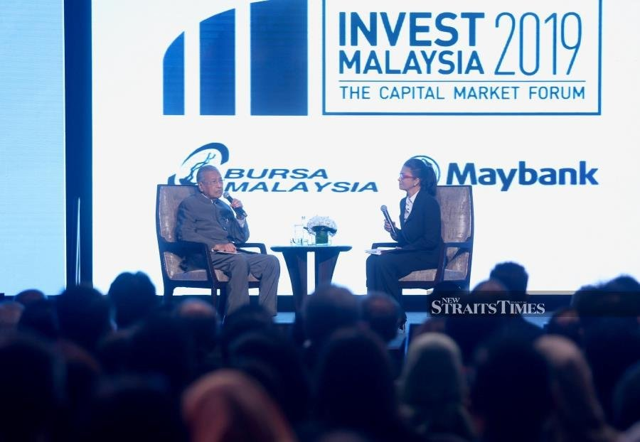 Malaysia and Singapore need at least three to four more bridges to facilitate traffic flow between the two countries, Prime Minister Tun Mahathir Mohamad said today. (NSTP/MOHAMAD SHAHRIL BADRI SAALI)